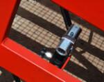 1) Vsich das Anpassen der Höhe der fahrbaren Überführung mit Hilfe der sicheren Hydraulik — d.h. die äußerliche Elektroversorgung wird nicht gefordert.
